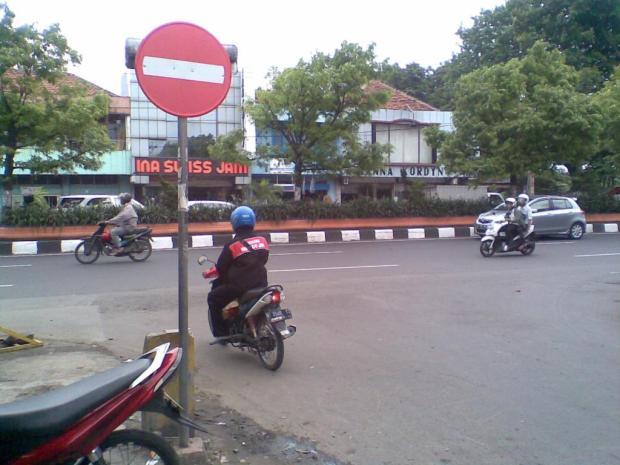 rambu stop