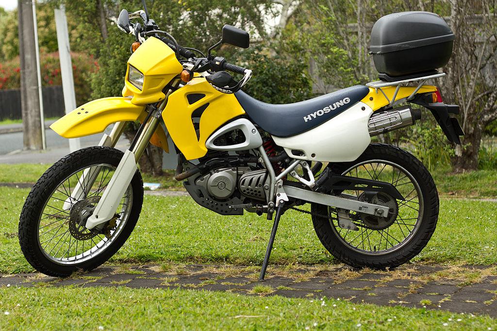 1024px-hyosung_xrx125_motorcycle_2001