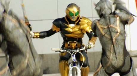 kamen-rider-beast_on_bicycle