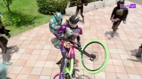 kamen-rider-genm-3
